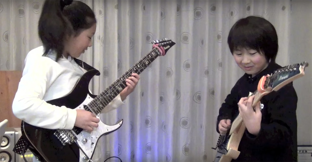Polyphiaの「Crush」をカバーする11歳の天才少女ギタリスト