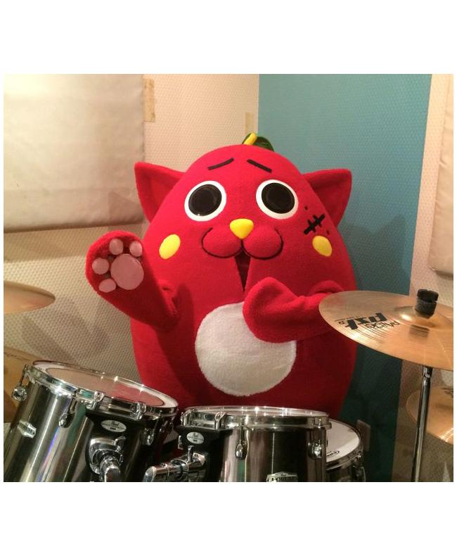 YOSHIKIとコラボした「にゃんごすたー」のドラムが凄い